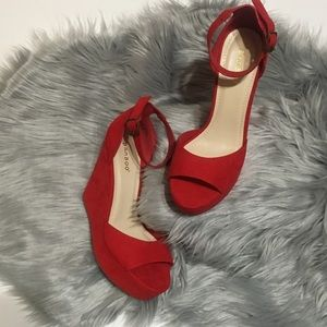 {Bamboo} NWOT Strappy Red Platform Wedges- Sz 8